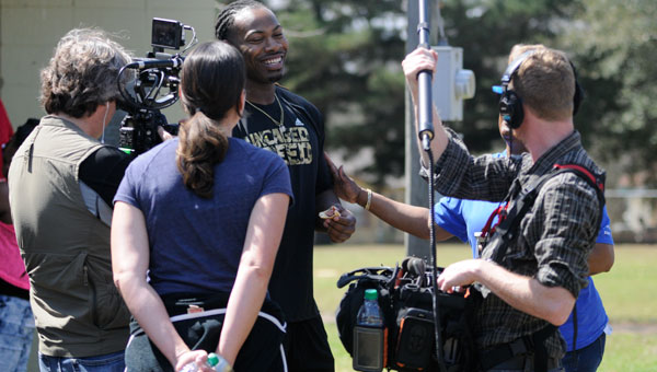 "An ESPN camera crew joined Kentucky defensive end and Greenville native Za'Darius Smith on a tour of Garfield Park Saturday afternoon for the network's ""30 for 30"" documentary series."