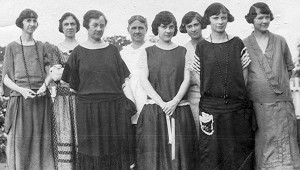 Clara Flinn (fourth from the left) and her seven daughters at the family home. The daughters (not necessarily in the order shown here) were Mattie, Irene, Susie, Myrtle, Ruby, Belle and Ida Mae.
