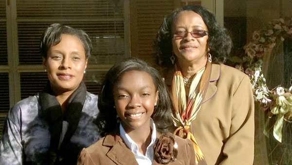 Kaitlin Galloway (center) with her mother, Regan Galloway (left) and grandmother, Christiane Cantlow King.